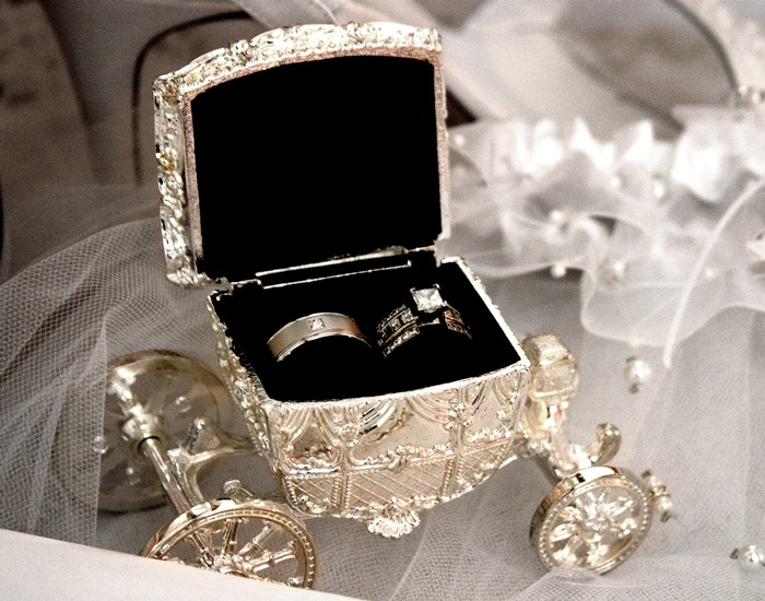 Cinderella coach ring box